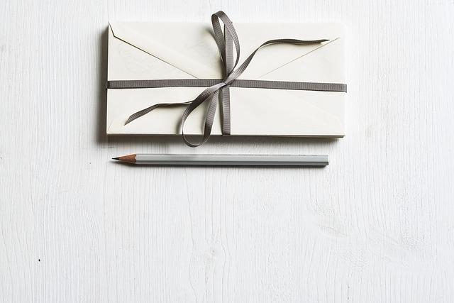 結婚式招待状の返信例文!連名での宛名の書き方は?