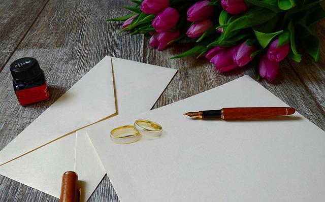 結婚式招待状の書くことリスト!結婚式招待状の宛名の書き方は?